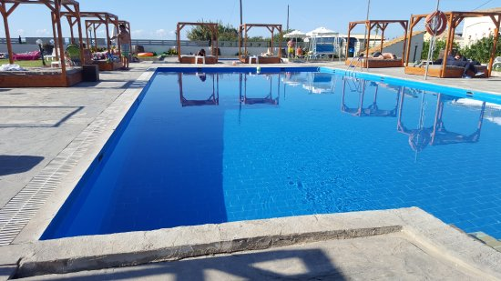 โรงแรมโกลเด้น แซนด์: Pool side