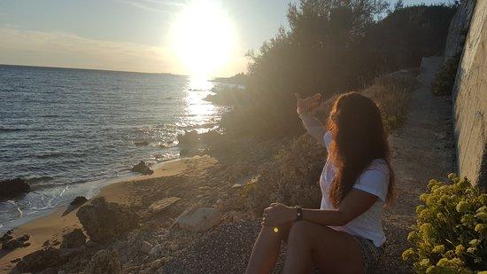 โรงแรมโกลเด้น แซนด์: Sunsets from rocky beach ouside front and across the road from hotel