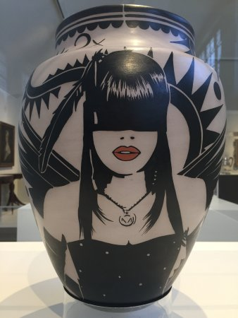 Honolulu Museum of Art: Contemporary vase