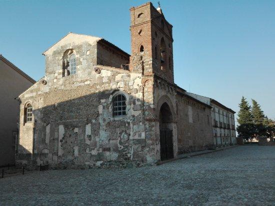 San Demetrio Corone, Италия: Chiesa di fronte il liceo