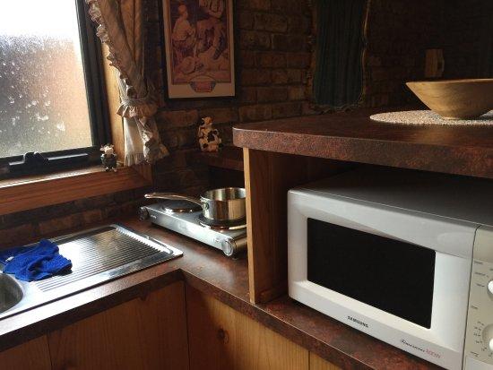 Deloraine, Australia: Kitchen - Portable stove does not work