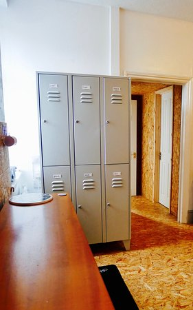 Cwmcarn, UK: Personal lockers to keep valuable items super safe!
