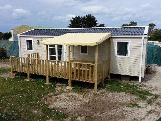 Pabu, France : mobil home 4 chambres (8 personnes) avec terrasse semi-couverte