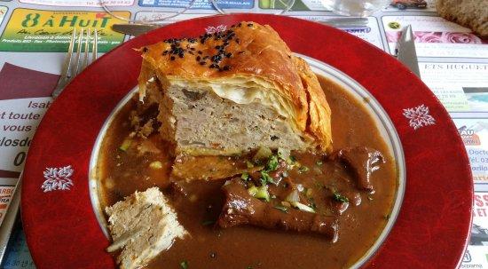 Le Clos de la Bussiere : Tourte de veau et volaille, sauce girolle!