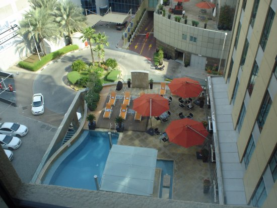Radisson Blu Hotel, Dubai Media City: ...the pool as seen from the room