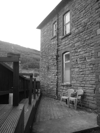 Cwmcarn, UK: Enclosed south facing decking with direct access to the village. come and go as you please!