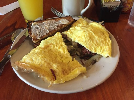 Runcible Spoon Cafe and Restaurant: Corned Beef Briskit Omelet