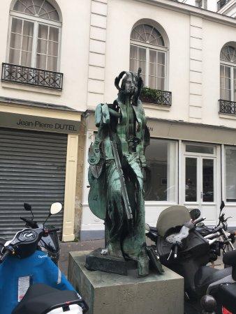 Statue la Venus des Arts