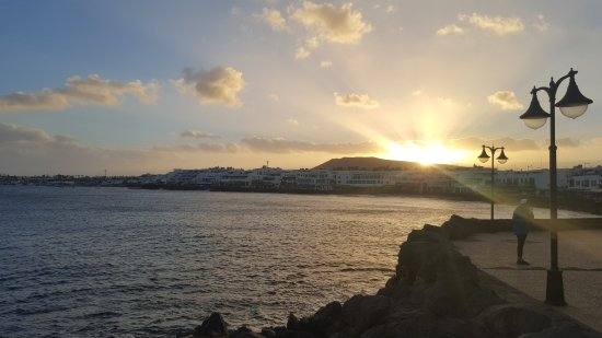 Hotel HL Rio Playa Blanca: views on the promenade walk