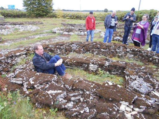 Harju County, Estonia: Så satt brånsåldersbefolkningen i gravarna när de hittades för några decienneer sedan