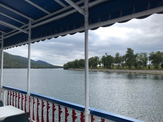 Hiawatha Paddlewheel Riverboat: Scenic view from top floor of the Hiawatha