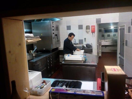 Bruno entrain de travailler sur la nouvelle carte du restaurant.