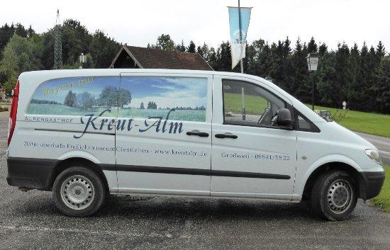 Berggasthof Kreut-Alm: Großer Parkplatz, der auch von Wohn-Mobilisten genutzt werden kann