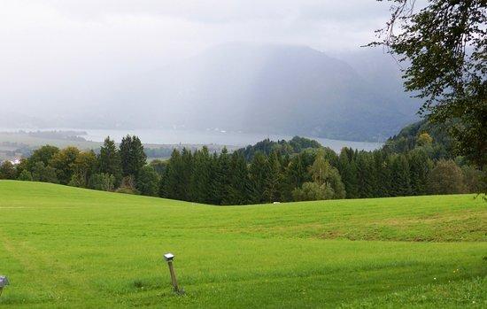 Berggasthof Kreut-Alm: Der Blick auf den Kochelsee, kurz vor dem nächsten Regenguß.