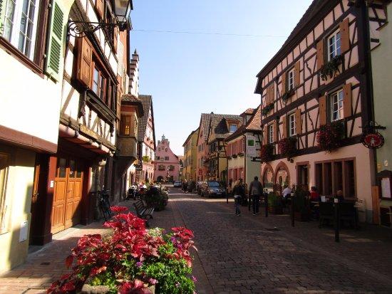 Turckheim, France: Rue depuis la troisième porte