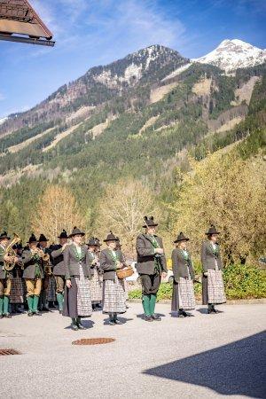 Hinterstoder, Áustria: Verabschiedung mit Blasmusik (1. Mai)