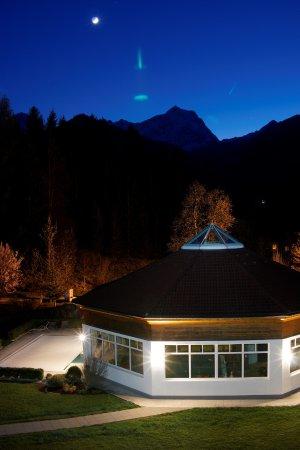 Hinterstoder, Áustria: Blick aus unserem Zimmer zum Wellnessbereich