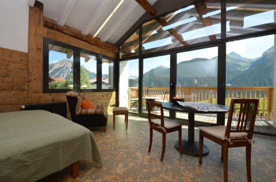 Alvaneu, Suisse : Panoramazimmer mit exklusivem Bergblick und Balkon