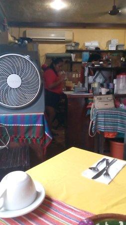 La Cazuela M & J: Isla Mujeres, Messico 2017 - Trattoria -Cazuela M & J