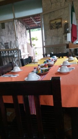 La Cazuela M & J: Isla Mujeres, Messico 2017 - Tavoli nel ristorante