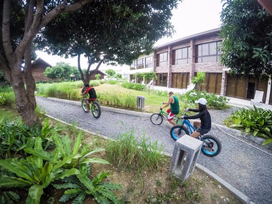 Astoria Palawan: Biking