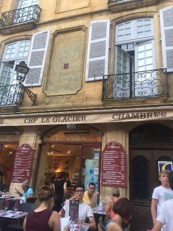 Brasserie Le Glacier: The outside dining area