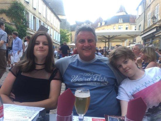Brasserie Le Glacier: Family selfie at the restaurant