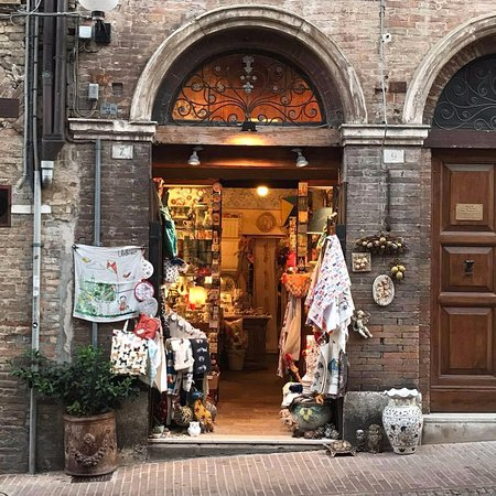 Urbino, Itália: Ingresso negozio