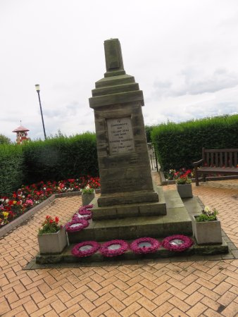 Culross, UK: war memorial