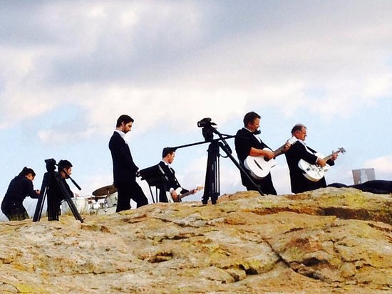Fouriesburg, South Africa: 'Touch of class' recording their music video on Affi lande