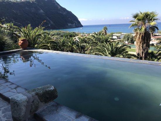 Semiramis Hotel de Charme Ischia : piscina più panoramica con letto idromassaggio