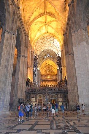 Interior de la catedral de sevilla foto de catedral de sevilha sevilha tripadvisor - Catedral de sevilla interior ...