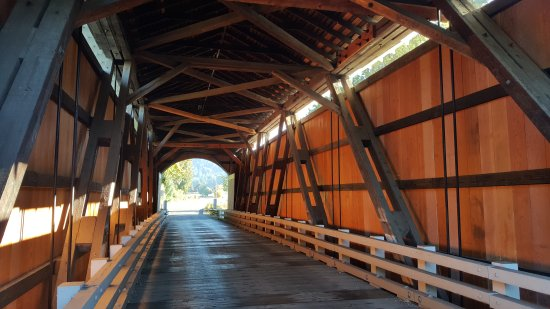 Cottage Grove, OR: Easy to find 4-5 covered bridges in Cottage Grive , Oregon. All are for pedestrian only. If it's