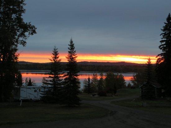 Fraser Lake, كندا: Beautiful sunrise!