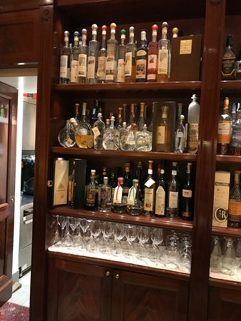 Grand Hotel Sitea: 90 different types of grappa in bar