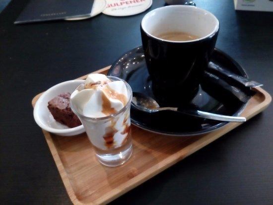 Brasserie Royal: Dubbele espresso,mooi opgediend.