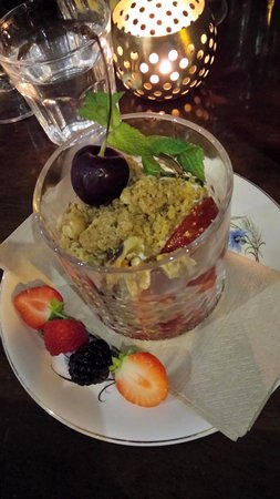 Cafe Roya: Delicious dessert - not over sweet and heavy, just yum