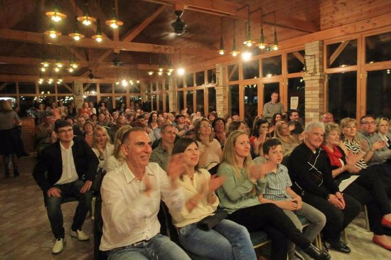 Monor, Magyarország: Kultpince 2017. március Bubbles koncert