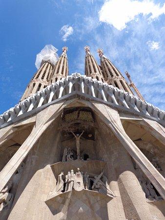 "GoBarcelonaTours: Sagrada Familia ""The Passion"""