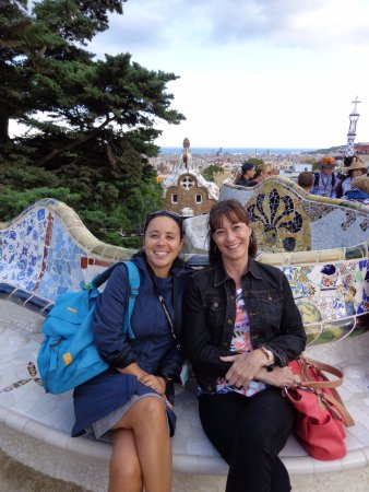 GoBarcelonaTours: Dolca and new friend on the benches at Parc Gruell