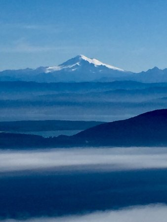 Moran State Park: Mt. Baker seen from the top of Mt. Constitution