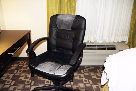 Holiday Inn Express & Suites Atlanta Airport West - Camp Creek: See attached Review of the Hotel, no the room was not this bright it was the camera flash