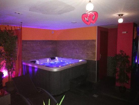 Le salon boliwood picture of suite spa lille for Salon le 58