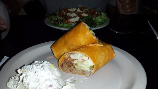 McMinnville, เทนเนสซี: The Jalapeno bbq brisket wrap with loaded potato salad on the side