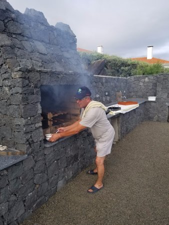 Vivenda da Saudade B&B: I want a BBQ like this at my home........