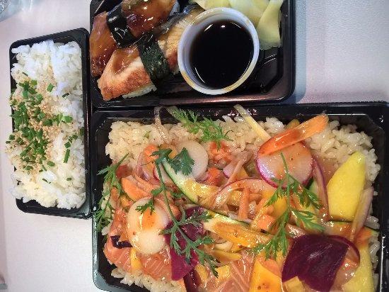 Saint-Cannat, Francia: Salade aux légumes de saison, sushi anguille et riz...MIAM!