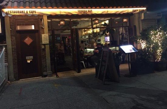 Maizal Restaurant Astoria: Storefront