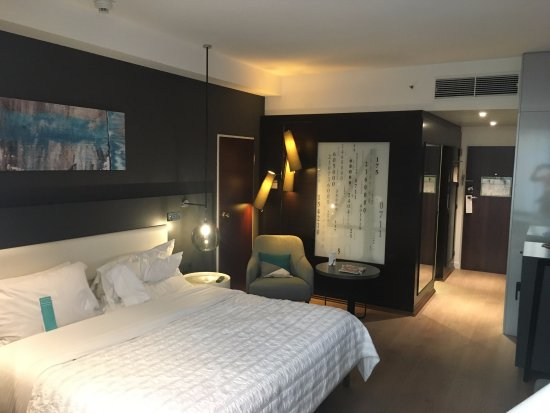 Le Meridien Stuttgart: Room