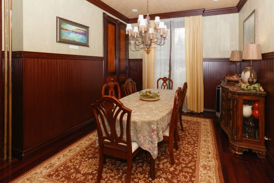 Hartzell House Bed and Breakfast : West Wing private dining room