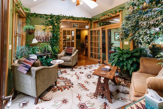Addison, PA: Sunroom - a great place to read a book and meet other guests
